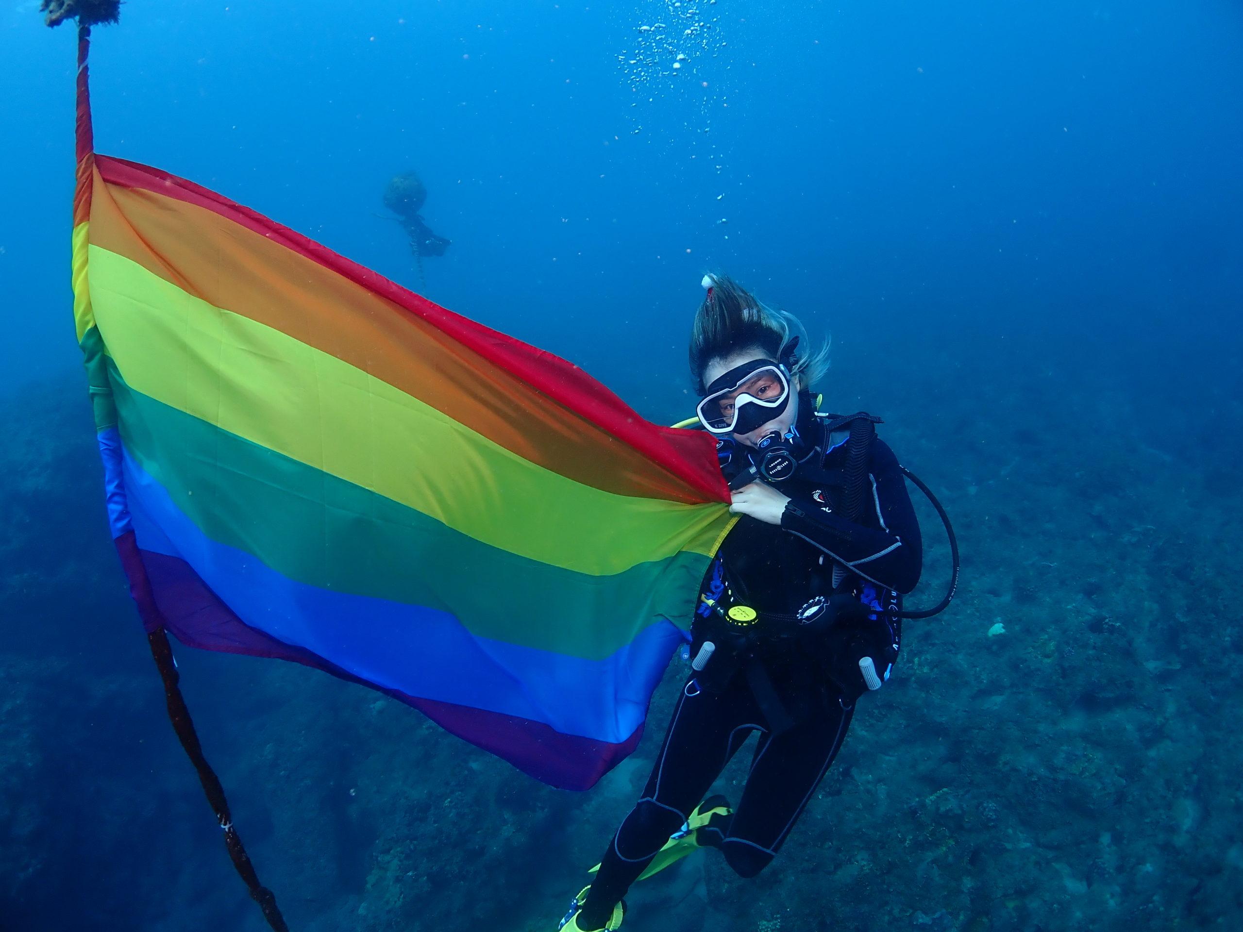 水下彩虹旗